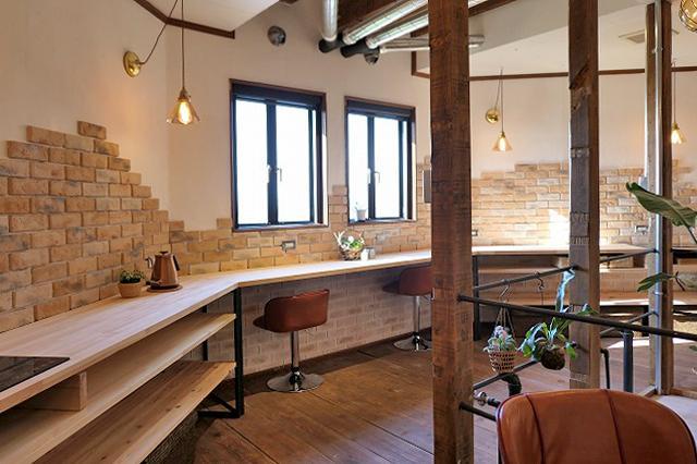 共用のキッチン。広くて明るい。