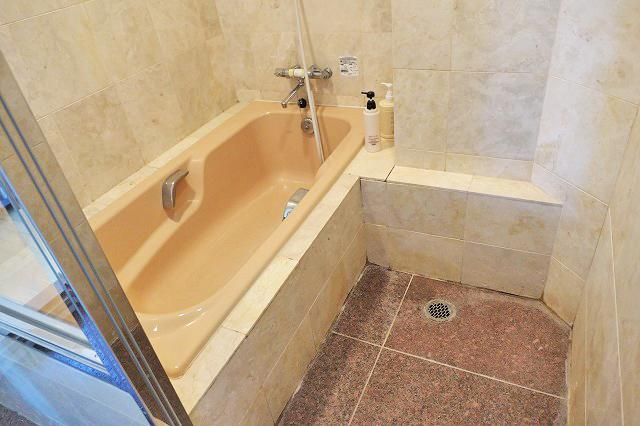 VIPルームの浴槽(※過去掲載時のものです。実際は洗いも入ってキレイです。)