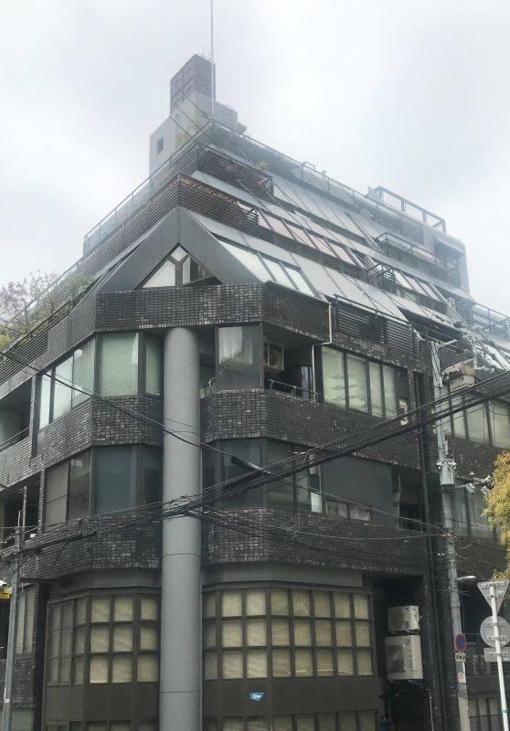 建物外観。ファサードが特徴的です。