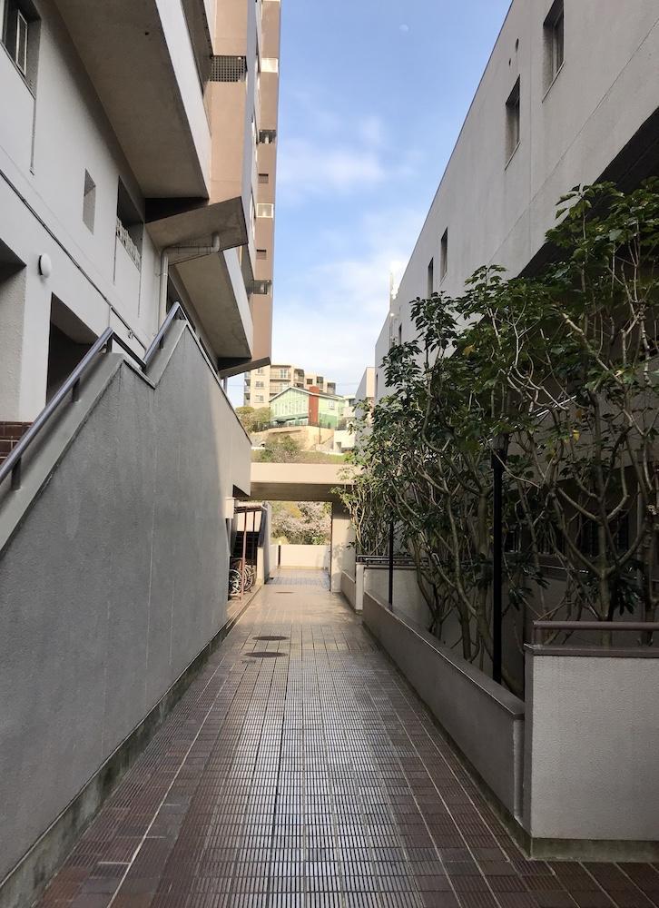 住棟の間には中庭もあります