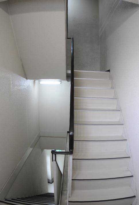 1−5階の階段室はこんな感じ
