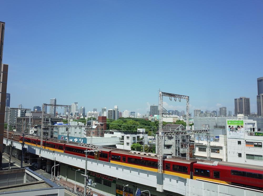 街中でこんなに広い空を眺められる場所、なかなか無いです