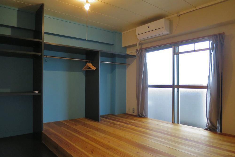 小上がりの寝室。収納もたっぷりです。