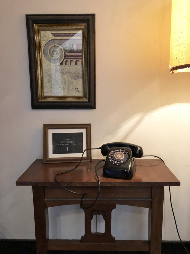 インターフォンは黒電話