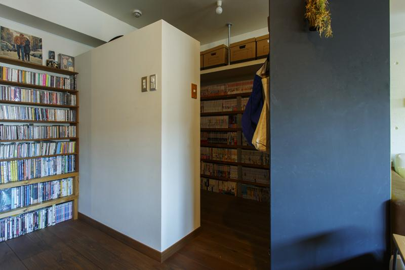 「部屋未満、納戸以上」腰高の壁でゆるく仕切られた3帖のstorage