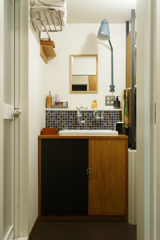 タイル仕上げの洗面スペース