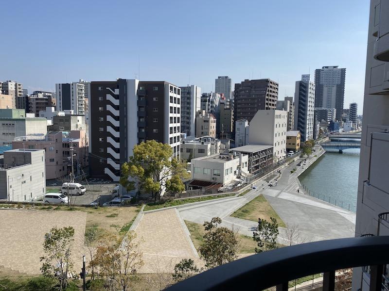 バルコニー南側眺望。木津川沿いの遊歩道「トコトコダンダン」