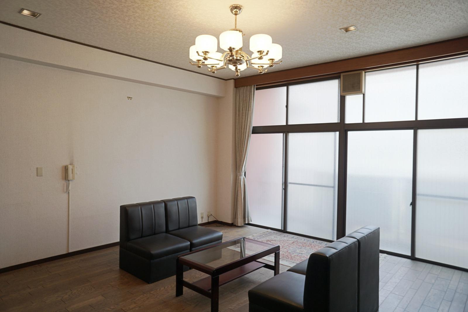 2階の南側事務所部分。天井高は3mあります。