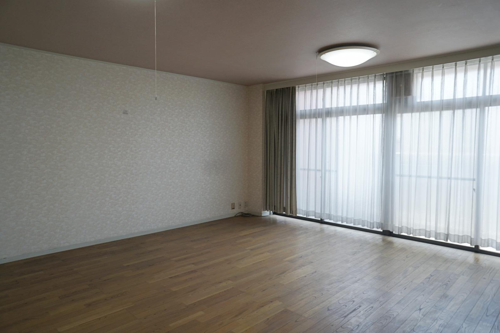 4階南側の洋室