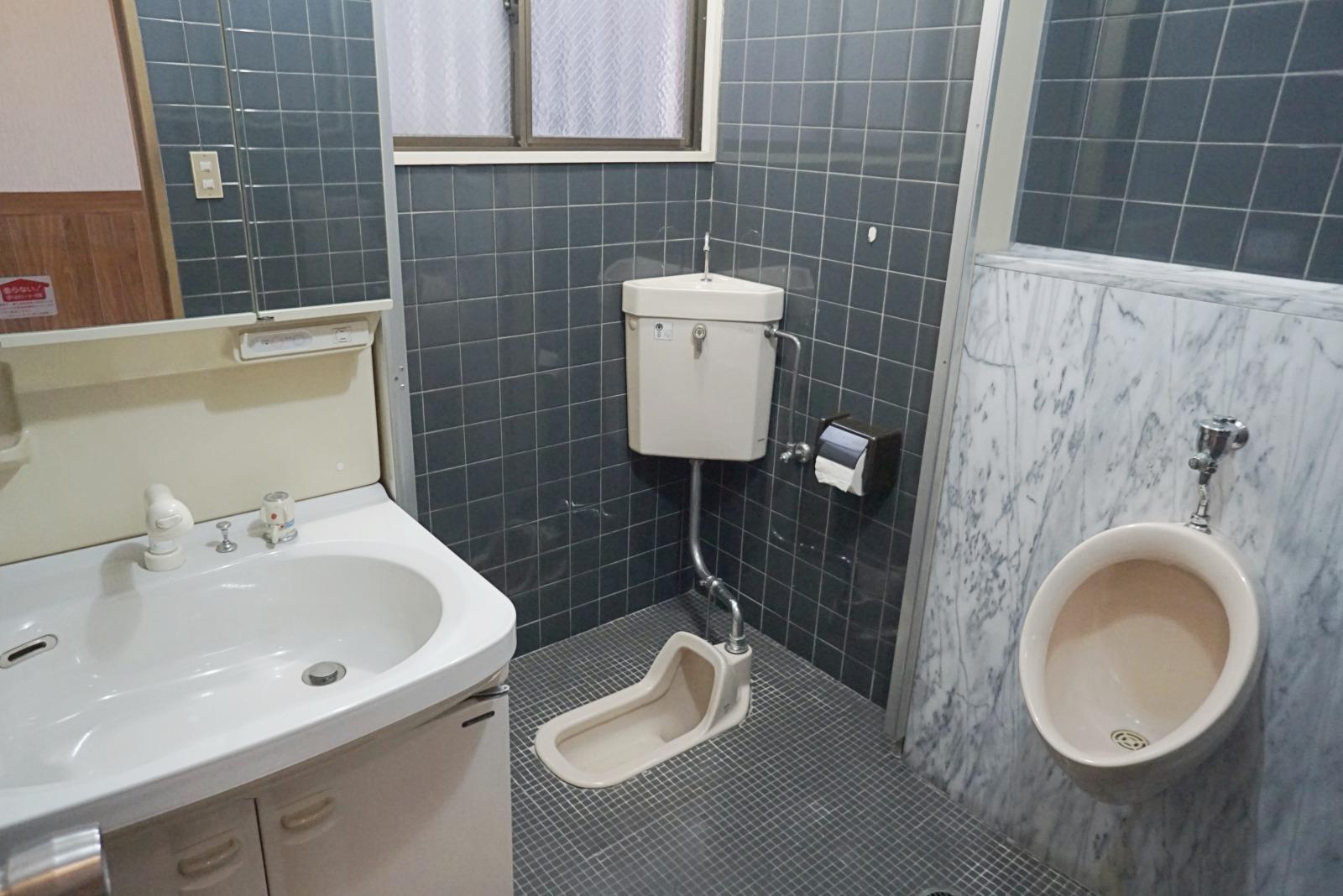 5階のトイレ、洗面