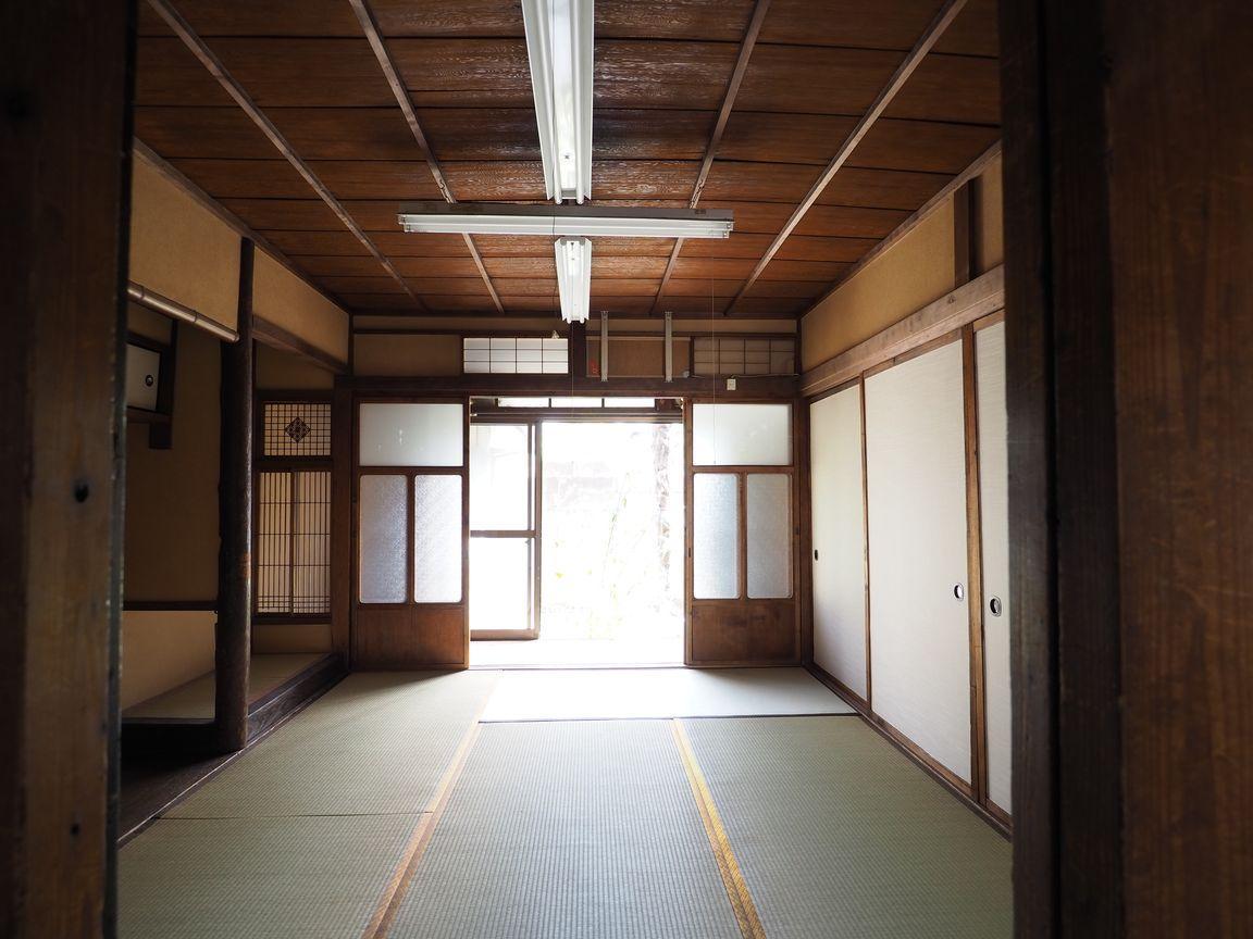 1階の和室6帖。趣のある古建具が並んでいます