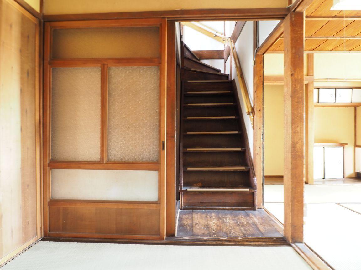 2階へ上がる階段も、その雰囲気にドキドキする