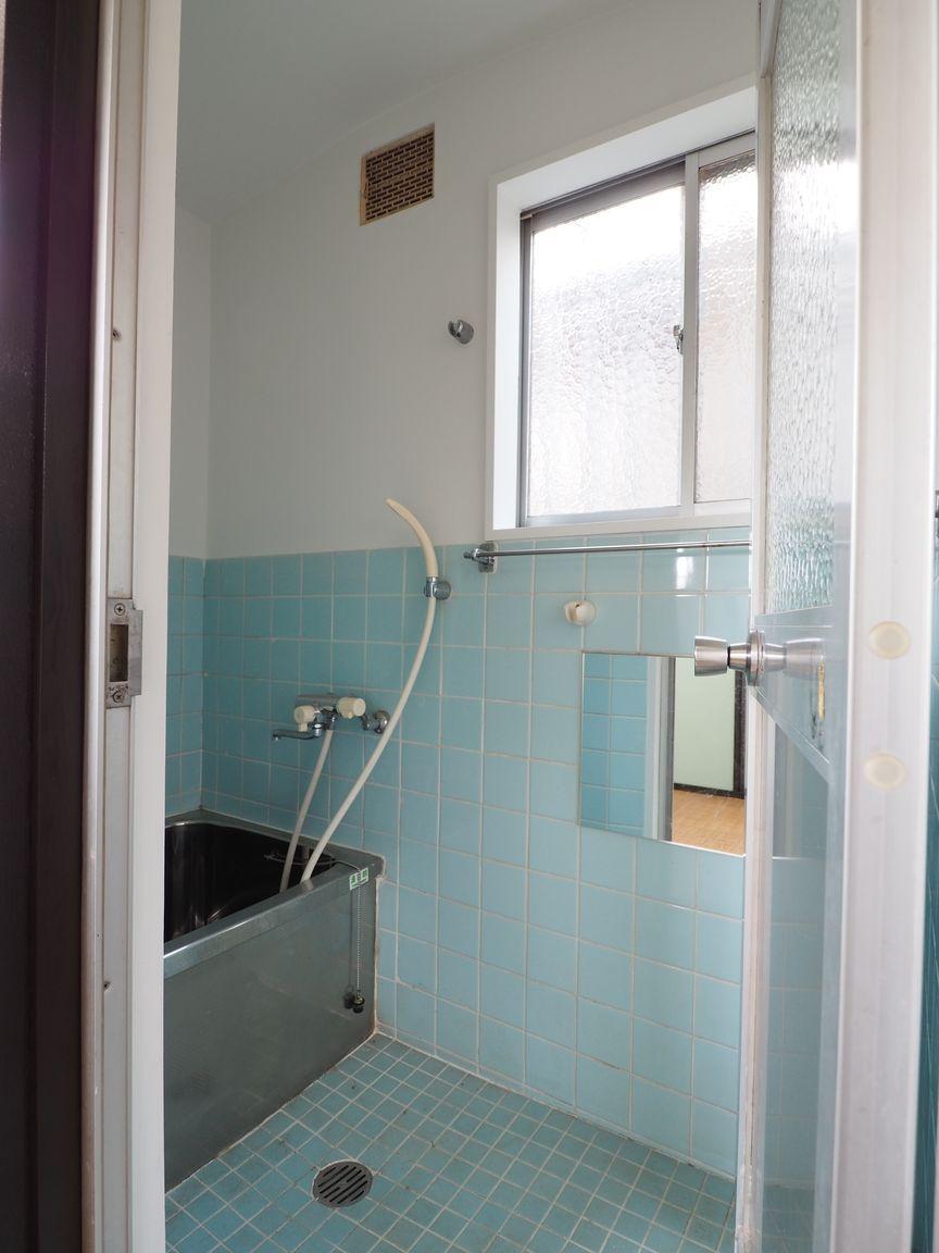 浴室は少々使用感があります