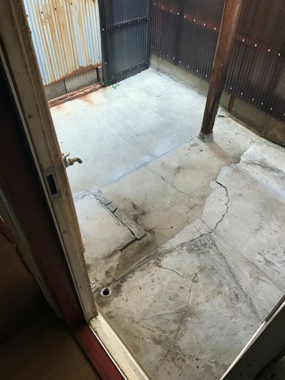 1階裏の洗濯機置場