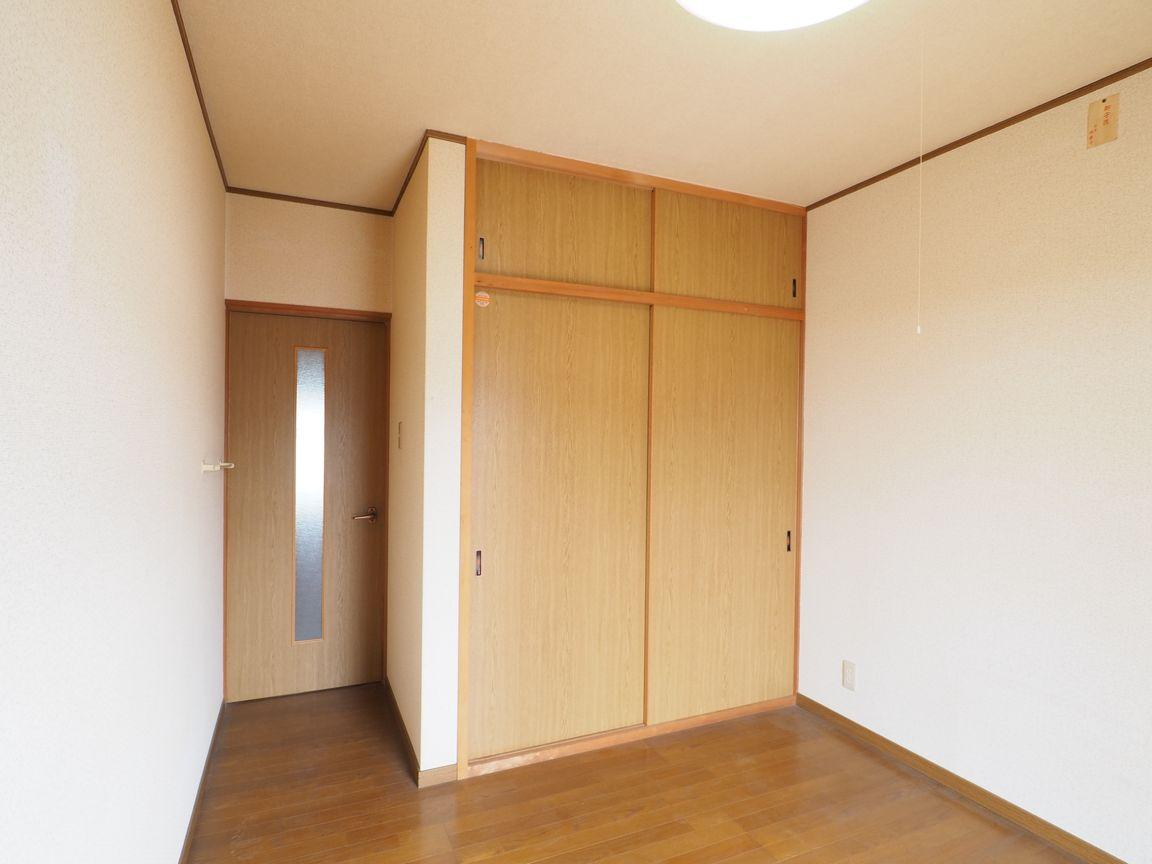 2階洋室5帖。ここからもベランダへ出られます