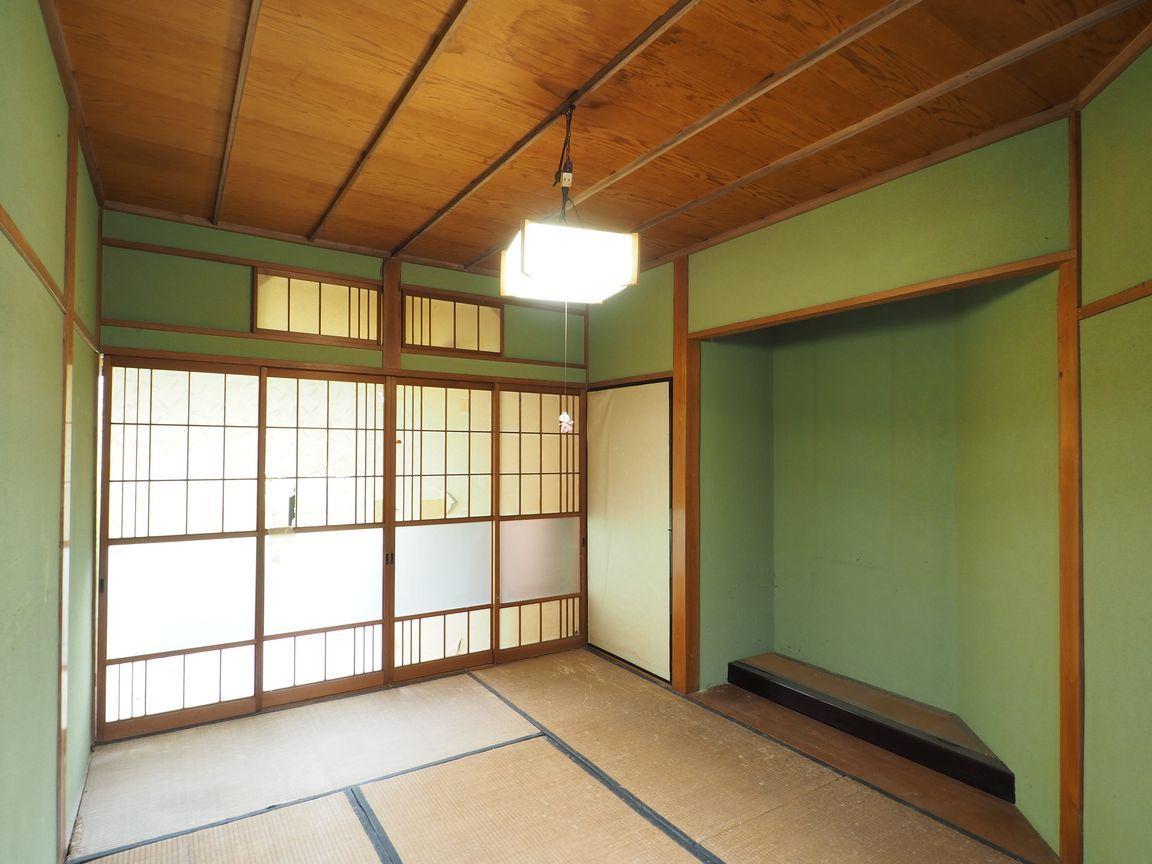 1階和室5帖。床の間はアレンジのし甲斐がありそうです