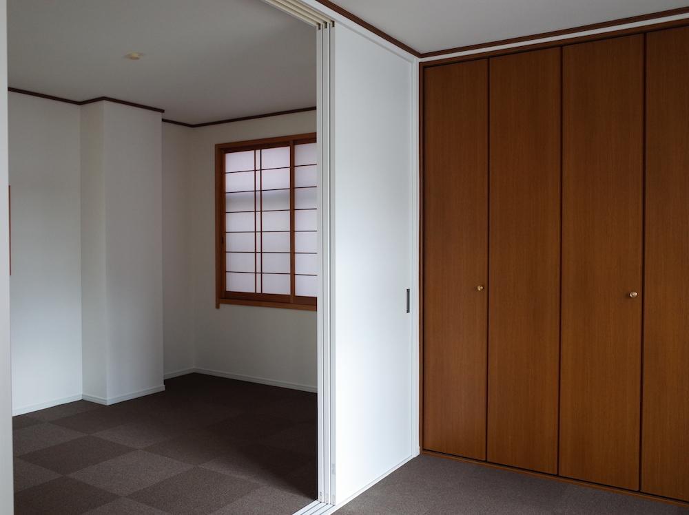 2室あります。寝室にも、客間にも。