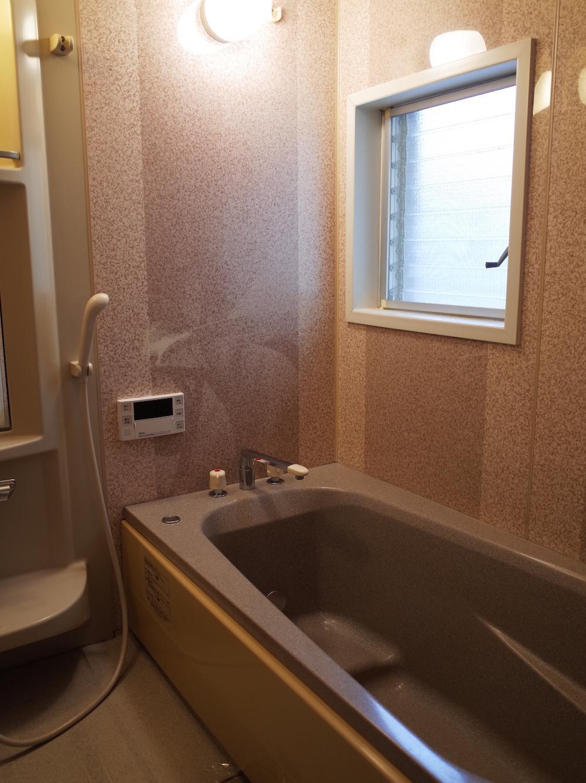 既存再利用の浴室。乾燥機付きです