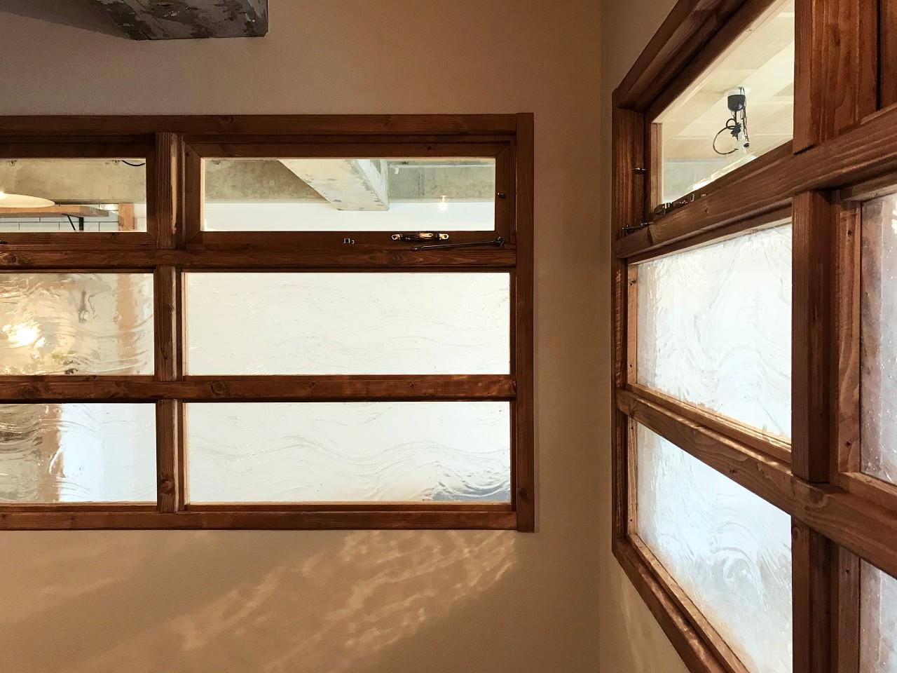 室内窓が明かりと通気と繋がりをもたらします