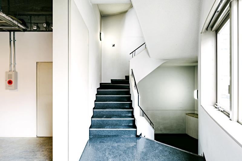 フロアの移動は階段でも可能
