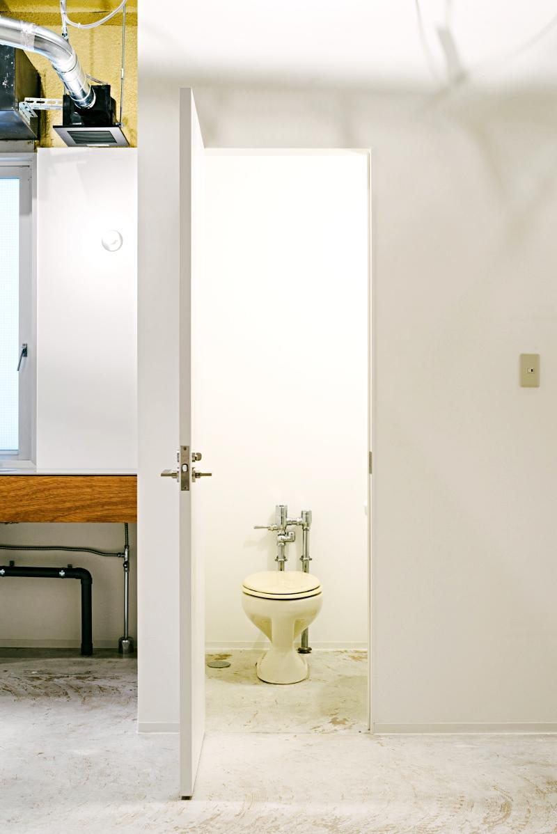 各階のトイレは既存再利用になります