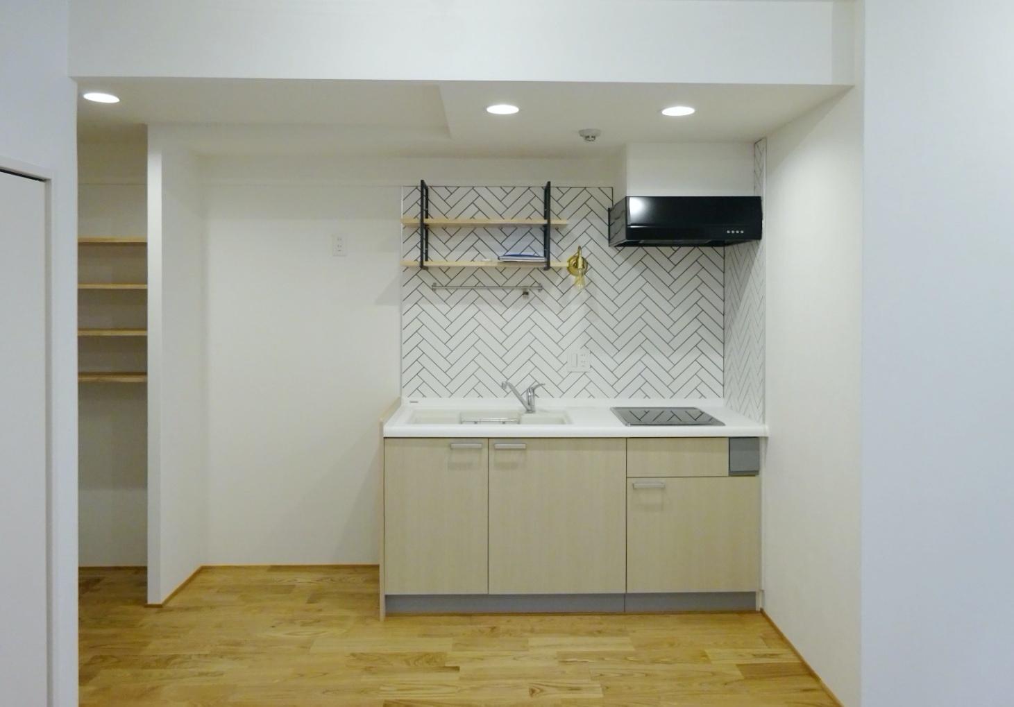 無垢フローリングタイプのキッチンは壁面に