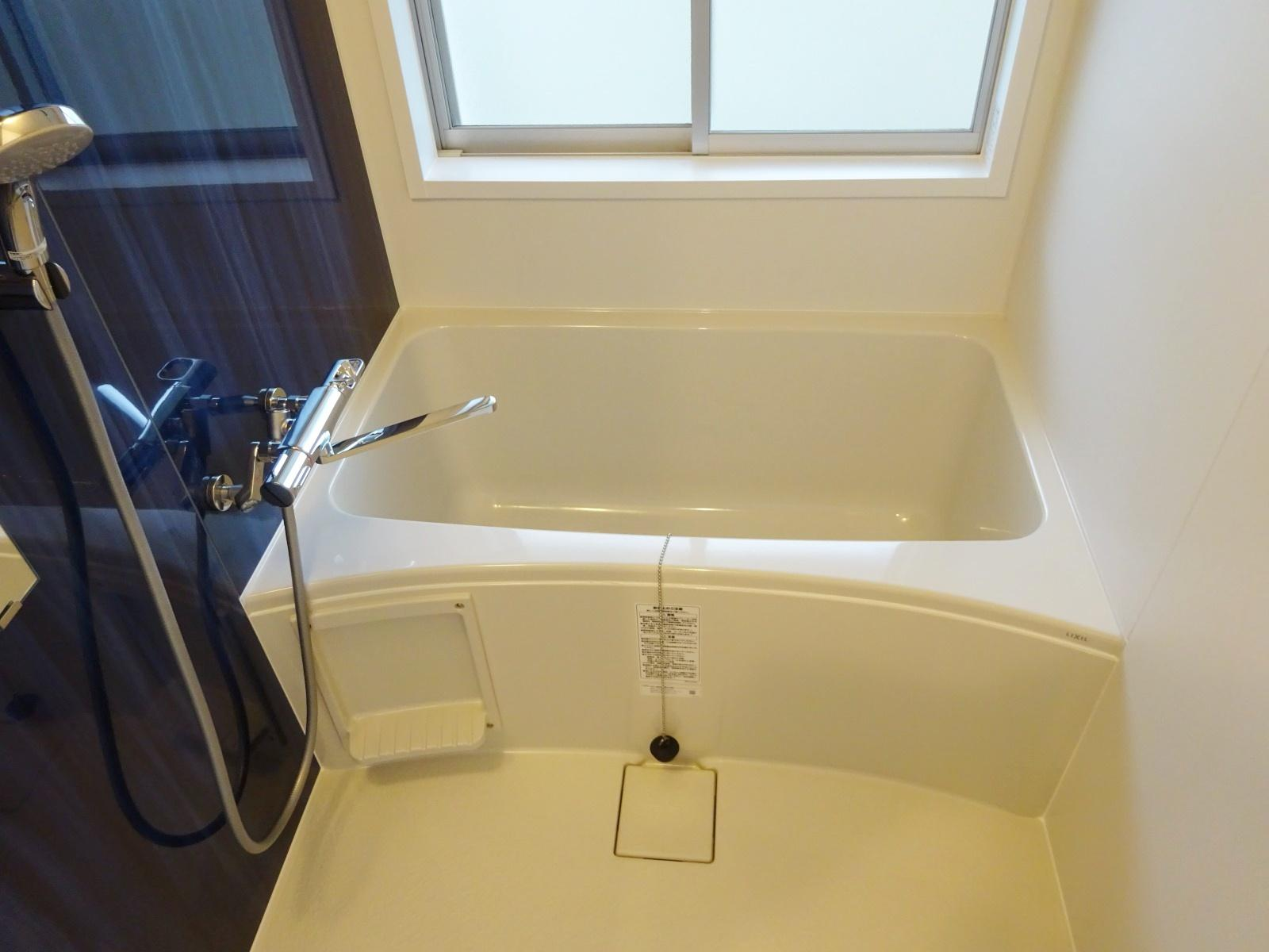 一人暮らしには充分な広さの浴室