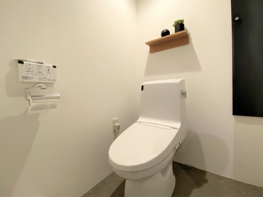 トイレも白を基調にしています