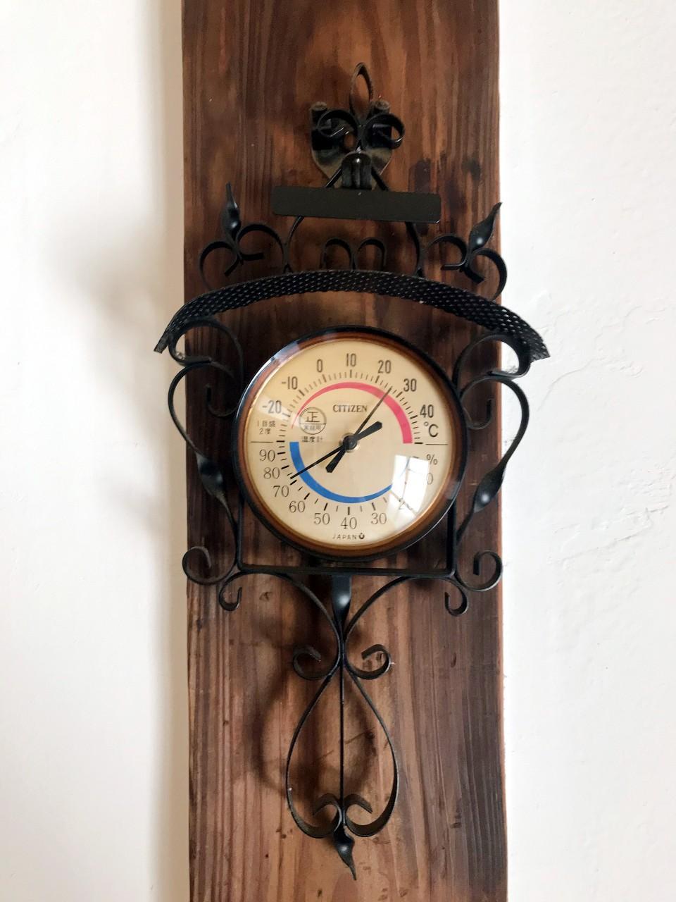 素敵でレトロな温湿度計