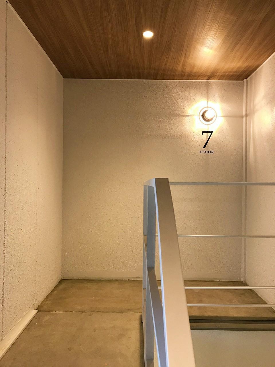 共用階段のサインもいいです