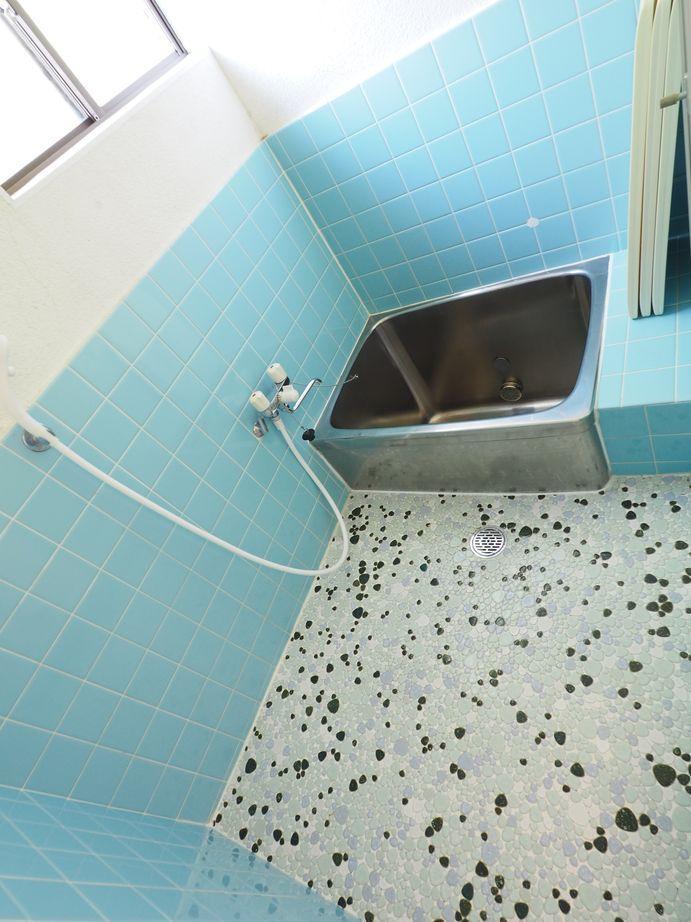 浴室。朝に入っても気持ちがよさそう