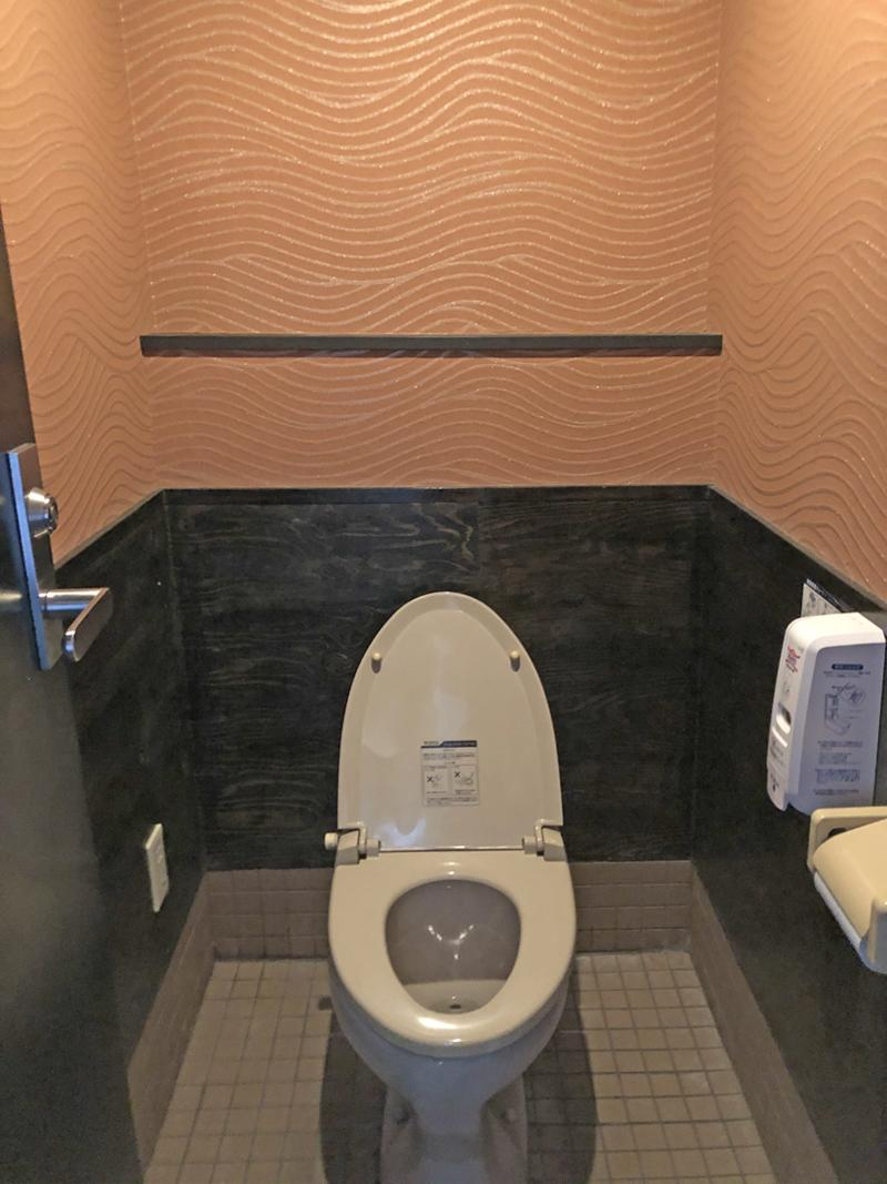 トイレは男女別で2階にあります