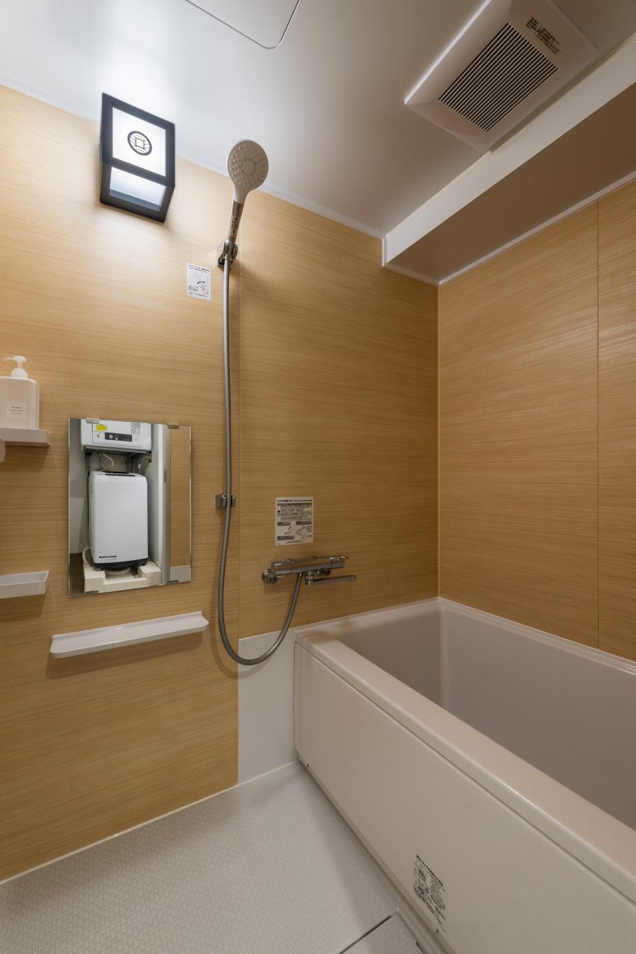 浴室。シャワーヘッドも大きく使い心地も良し。