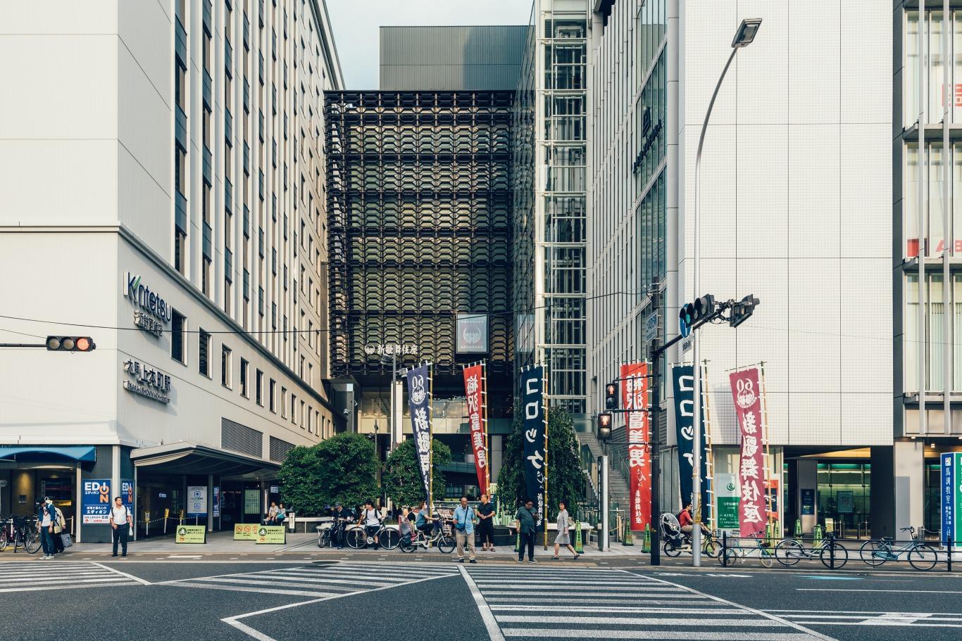 上本町から徒歩5分、利便性も良しです。