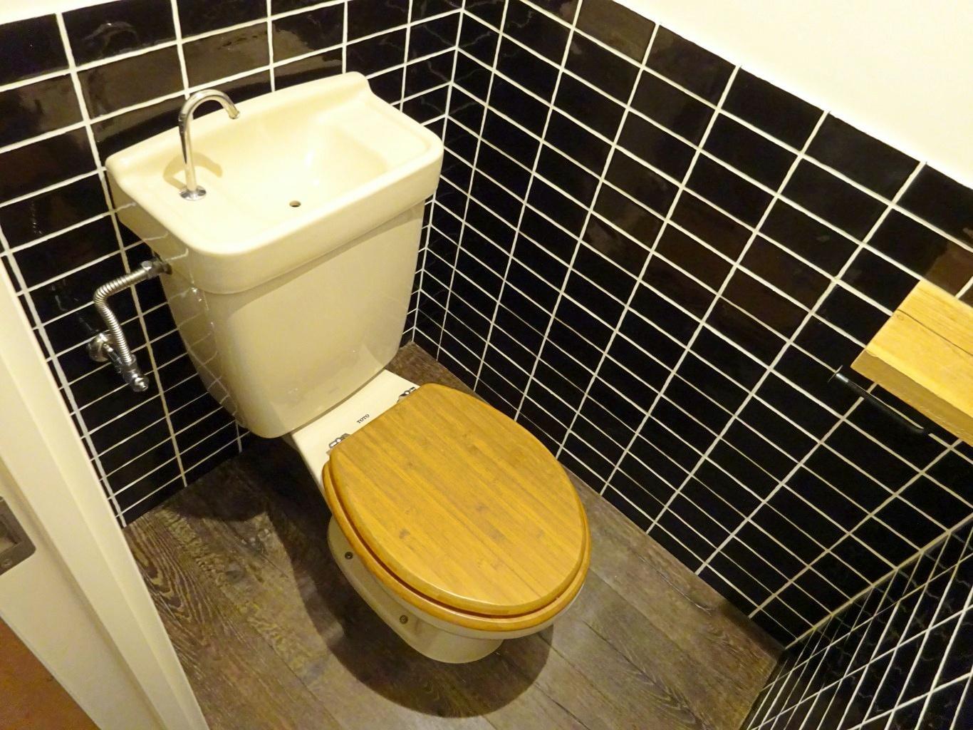 トイレは木製便座