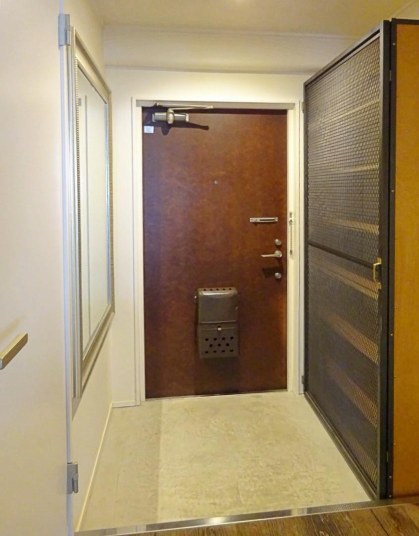 玄関スペース。特注のシューズボックスがあります。