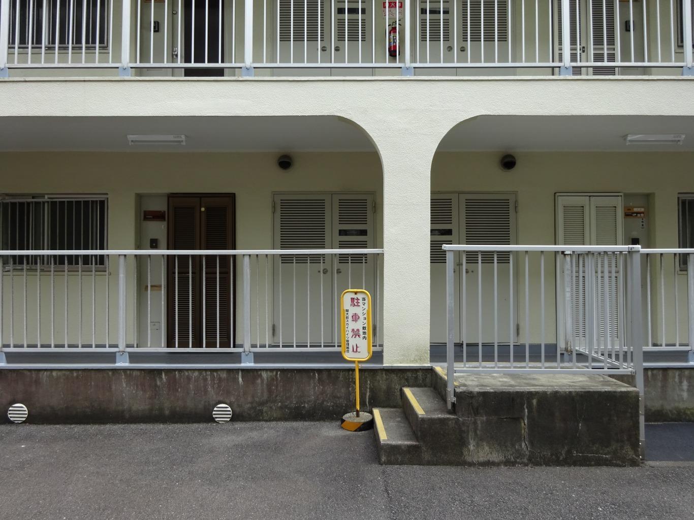 駐輪スペースから玄関へのアクセスもし易いです。