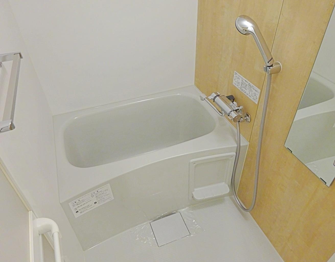浴室、一人暮らしには充分な広さ