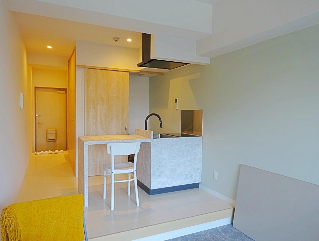 7F居室はカウンターキッチン、コンロはガスの2口です。