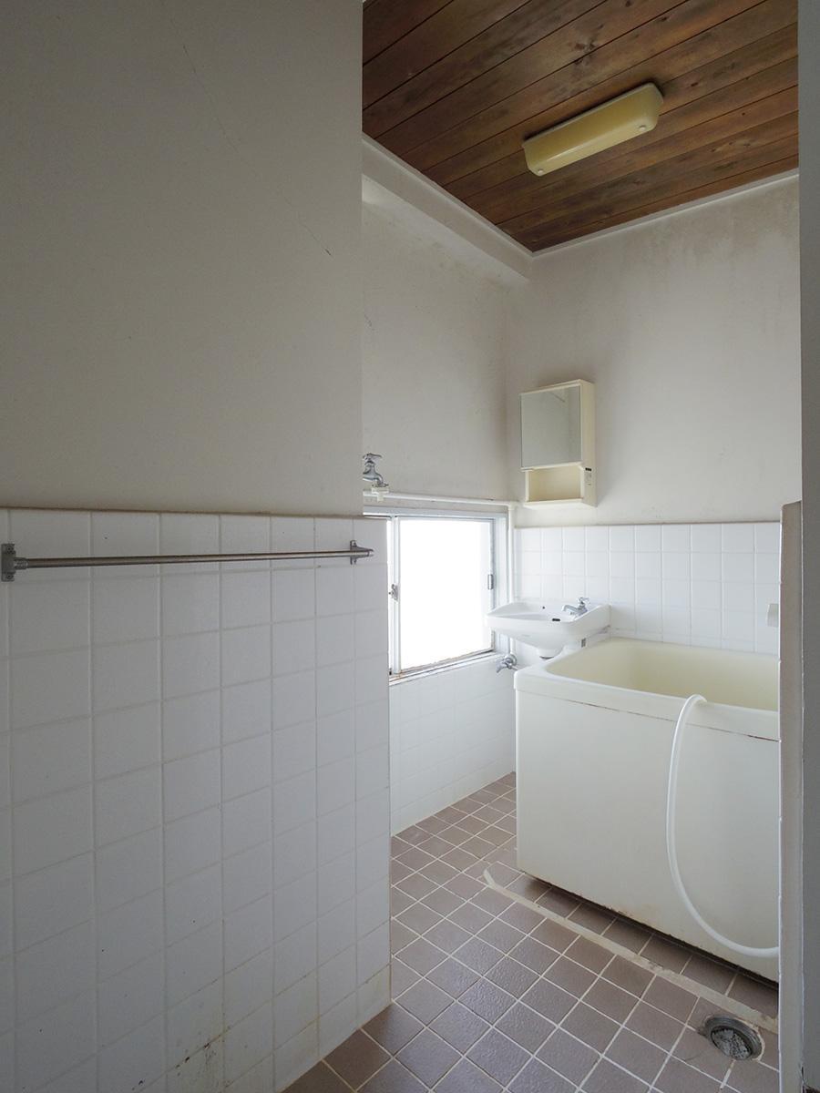 洗面、風呂、洗濯機置き場が同室でコンパクトなつくり