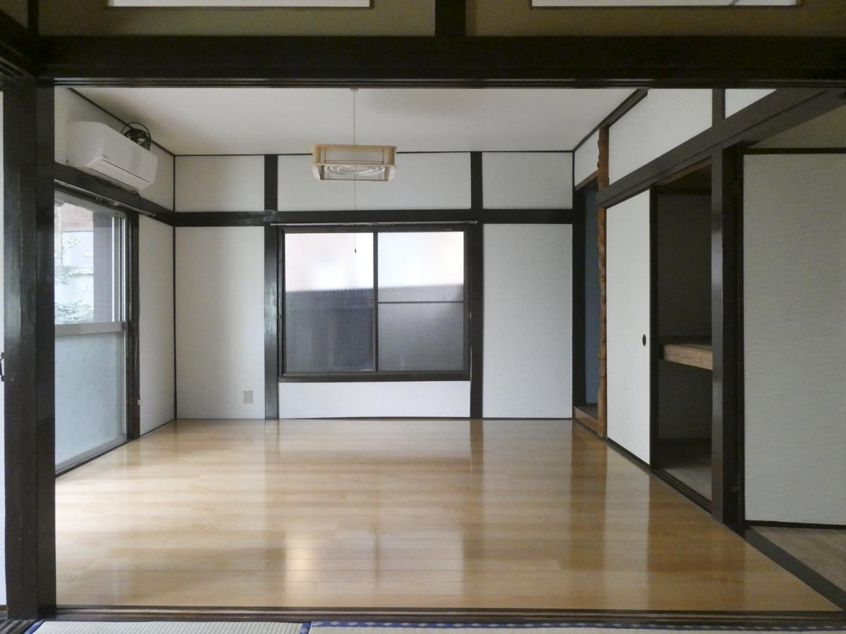 1階洋室はフローリングが張り替えられてツルっとした内装