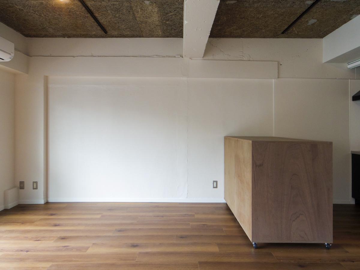 702号室:可動式収納はお好きな位置へ