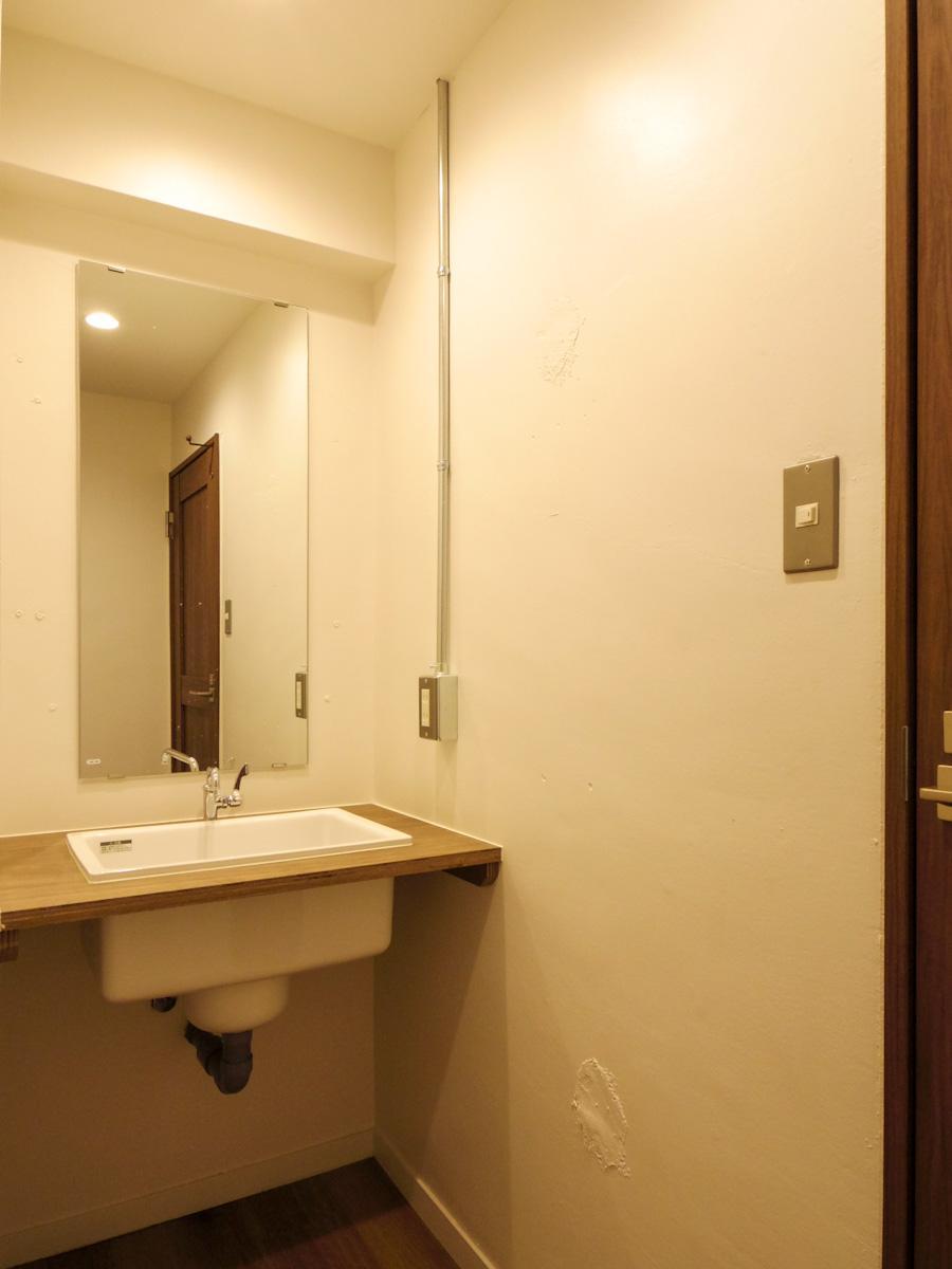 洗面台もシンプルでスタイリッシュなものがセレクトされている