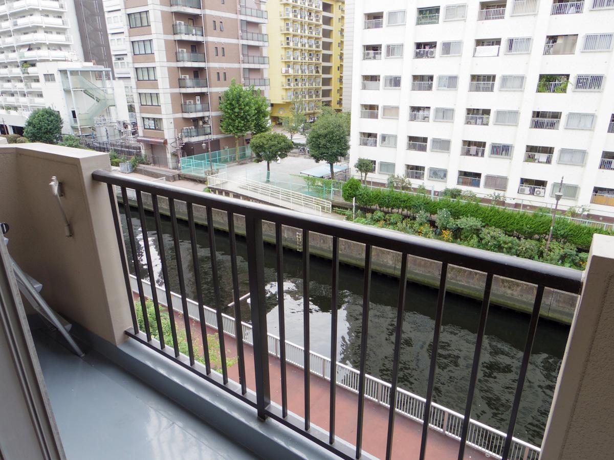401号室の方が運河が近く、水面が見やすい