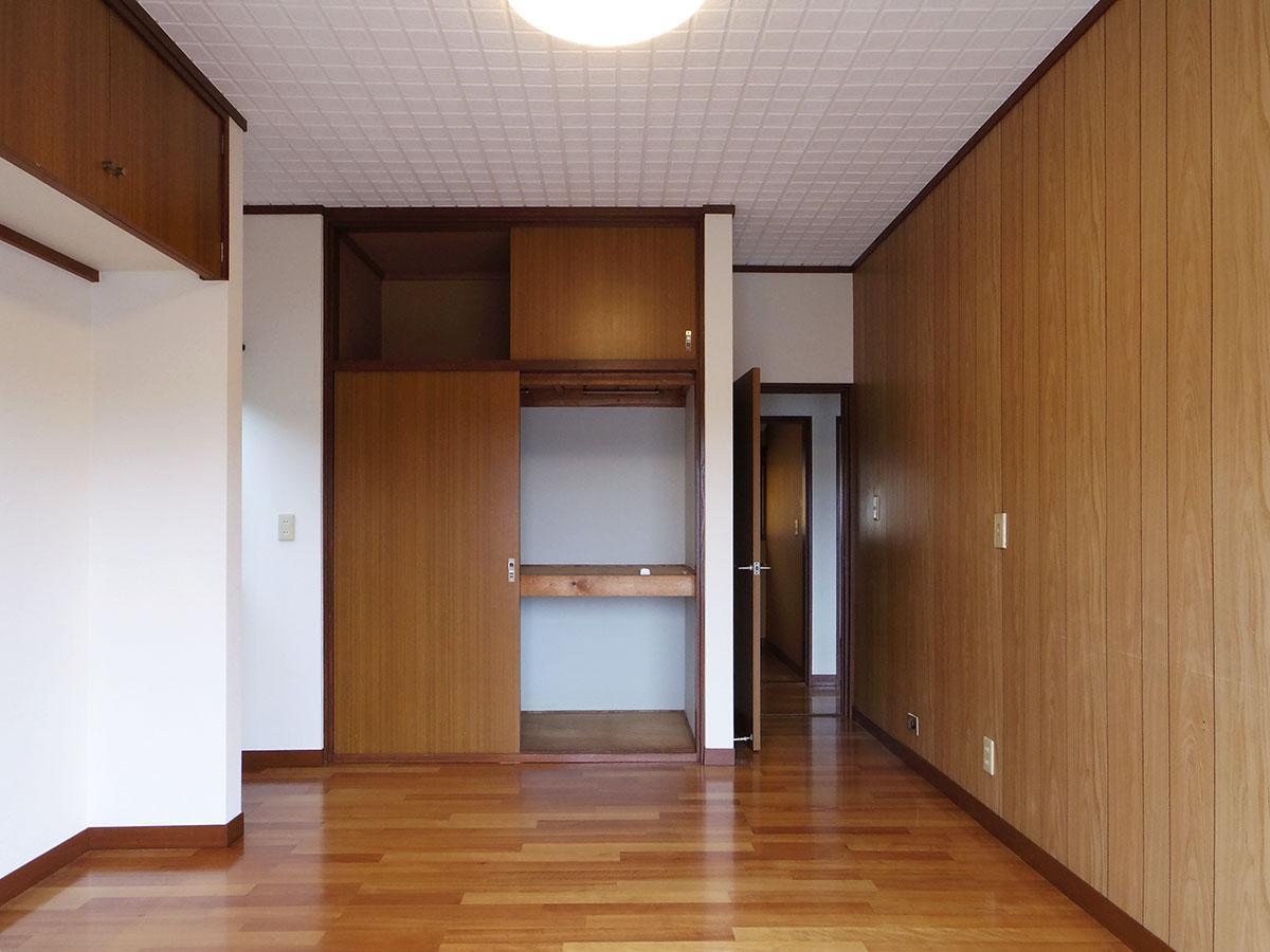 2階の7畳の部屋。収納も豊富
