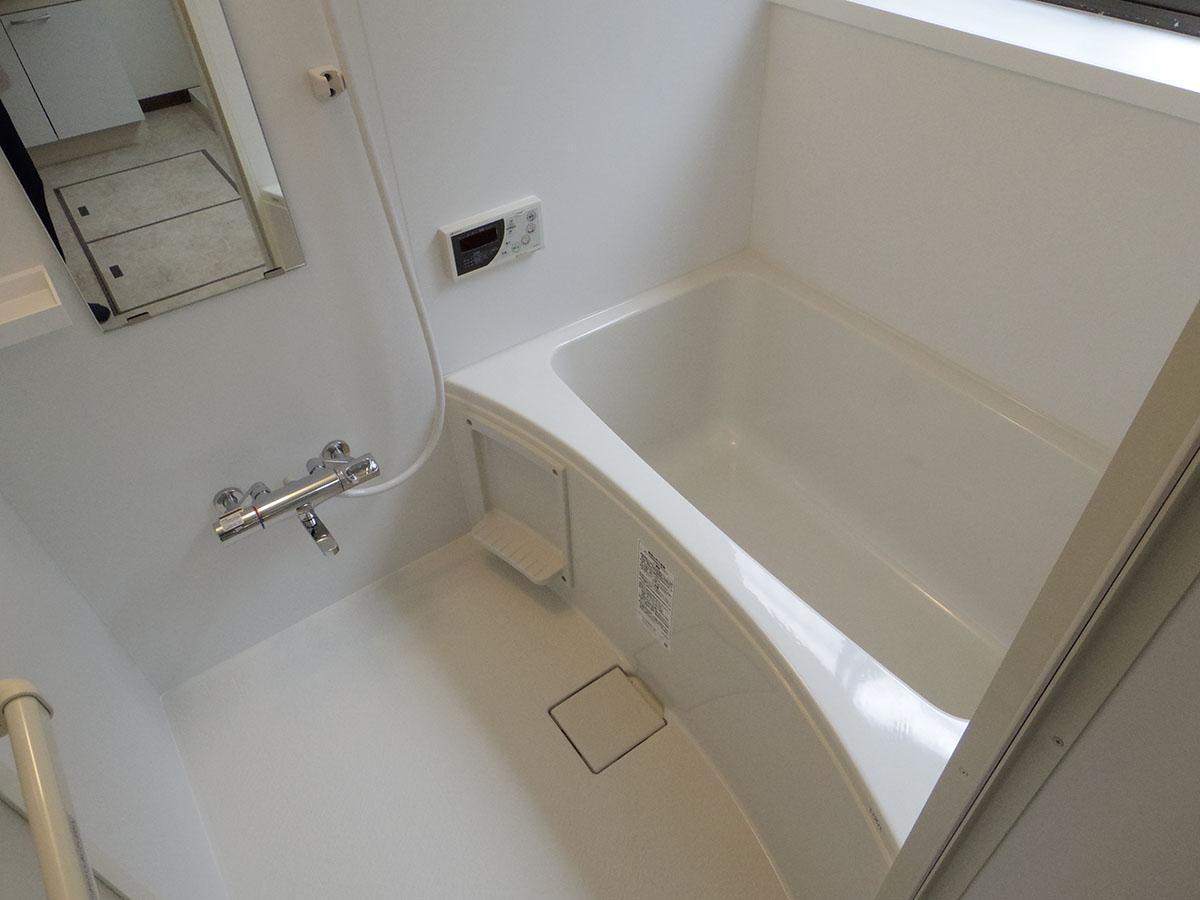 風呂はリフォームされ、とてもきれい