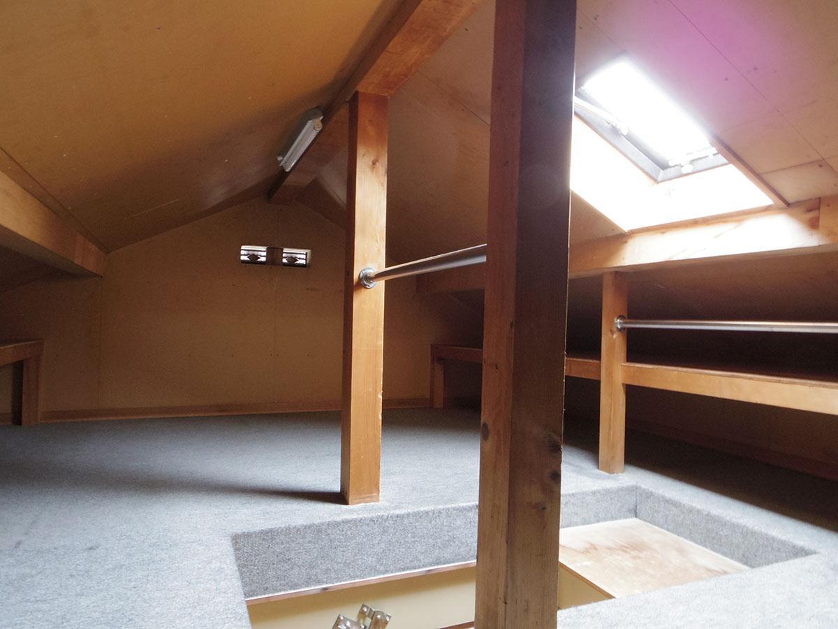 屋根裏収納。換気扇も付いていて、しっかりと換気できる