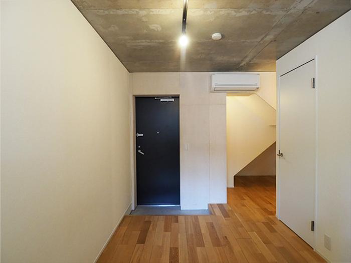 階段下のスペースが物置などに使える