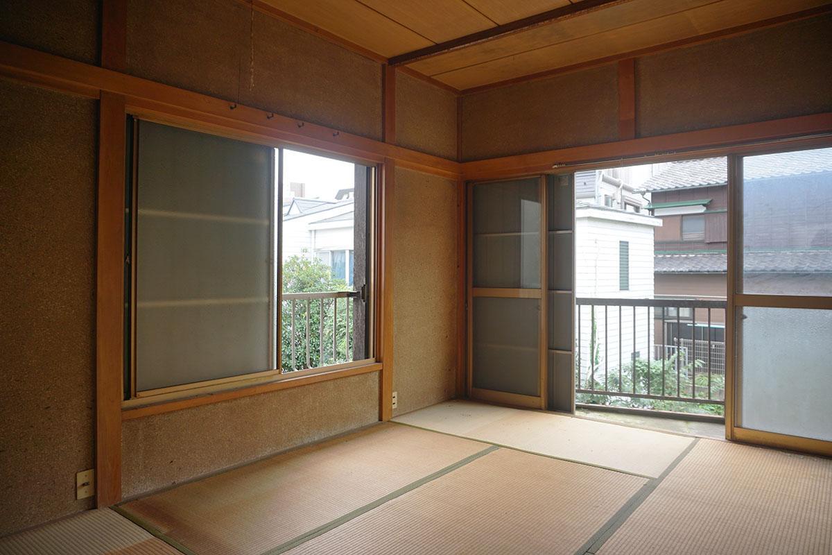2階:雨戸付き、窓が結構大きいのがうれしい