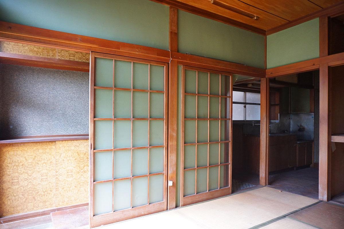 1階:ガラスの建具をガラガラと開けるのは新鮮